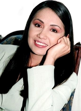 Ana Gabriel con bella sonrisa