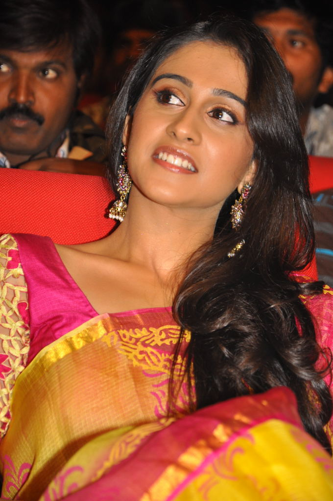 regina at sms movie audio launch, regina hot images