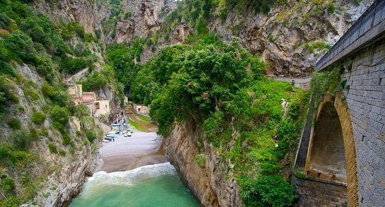 Desa Tersembunyi yang Indah Buat Ramai Terpesona
