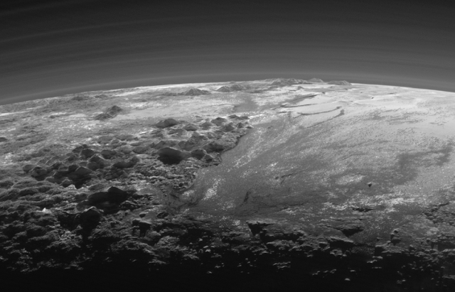 Plutão - Montanhas, geleiras e planícies - Fascinante!