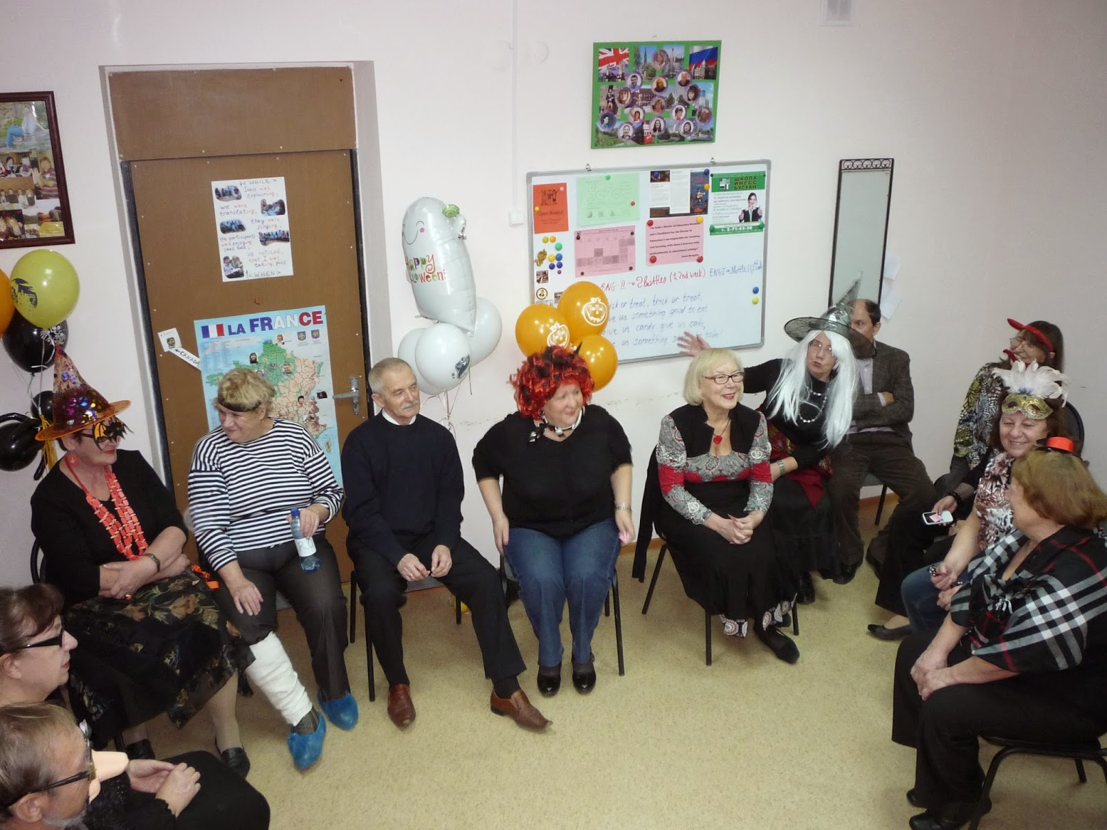 В первый день ноября праздничную этафету приняли серебряные студенты Уникального социального проекта Школы Инесс Бугуан Английский для тех, кому за 60