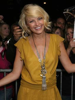 Malin Akerman Oversized Necklace
