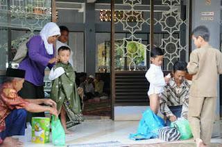 Puluhan Anak Yatim Disunat Massal