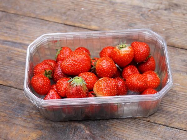 strawberries and yoghurt