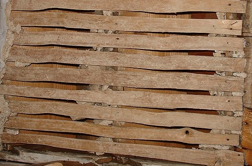 Lath And Plaster : Old exeter house lath