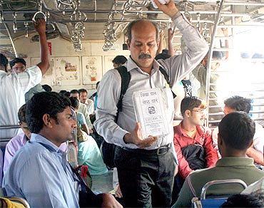 भीख मांगकर बच्चों को शिक्षा_Begging for Children's Education_mumbai - Indian Sahitya