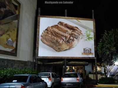 A Porteira: Estacionamento da loja da Boca do Rio