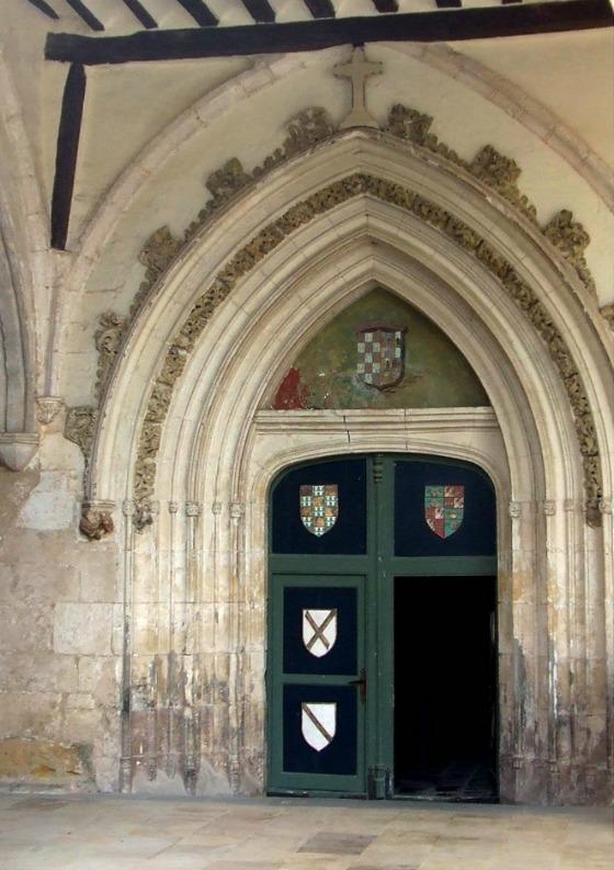 imagen_burgos_monasterio_arte_edificio_iglesia_puerta_gotico_santa_clara_medina_pomar