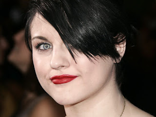 Frances Bean Cobain, 19, Looks All Grown Up in Stunning Photo