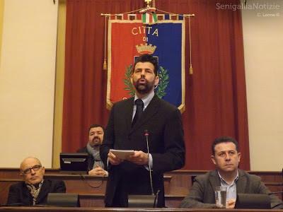 sindaco senigallia, sindaco, barba, barba istituzionale