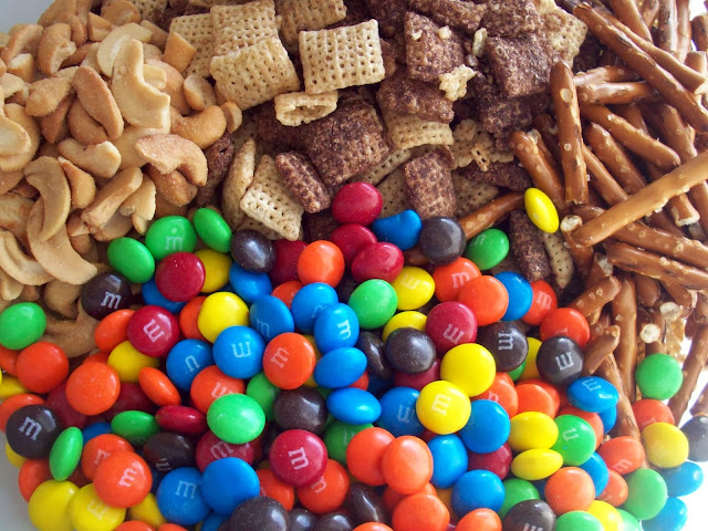 M&M White Chocolate Party Mix Recipe #BakingIdeas #shop #cbias