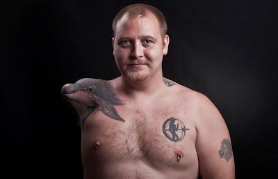 Tatuaje de delfín en el muñon