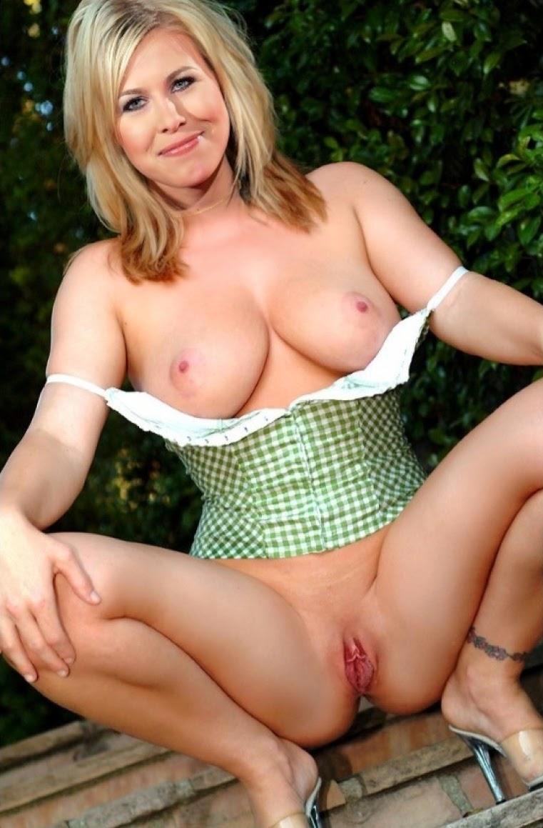 Nackt Bilder : Nadine Krüger Nude German Actress   nackter arsch.com