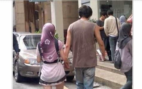 فتاة ترتدي حجابا و تنورة قصيرة تشعل مواقع التواصل الإجتماعي