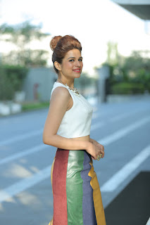 Shraddha Das looks sizzling Gorgeous in lovely Smile Long Skirt and Sleevless Small Top