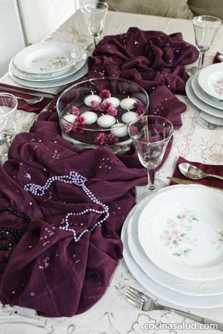 Mesa decorada en lila