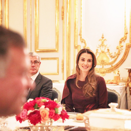 Queen Rania having dinner at the Elysee Palace