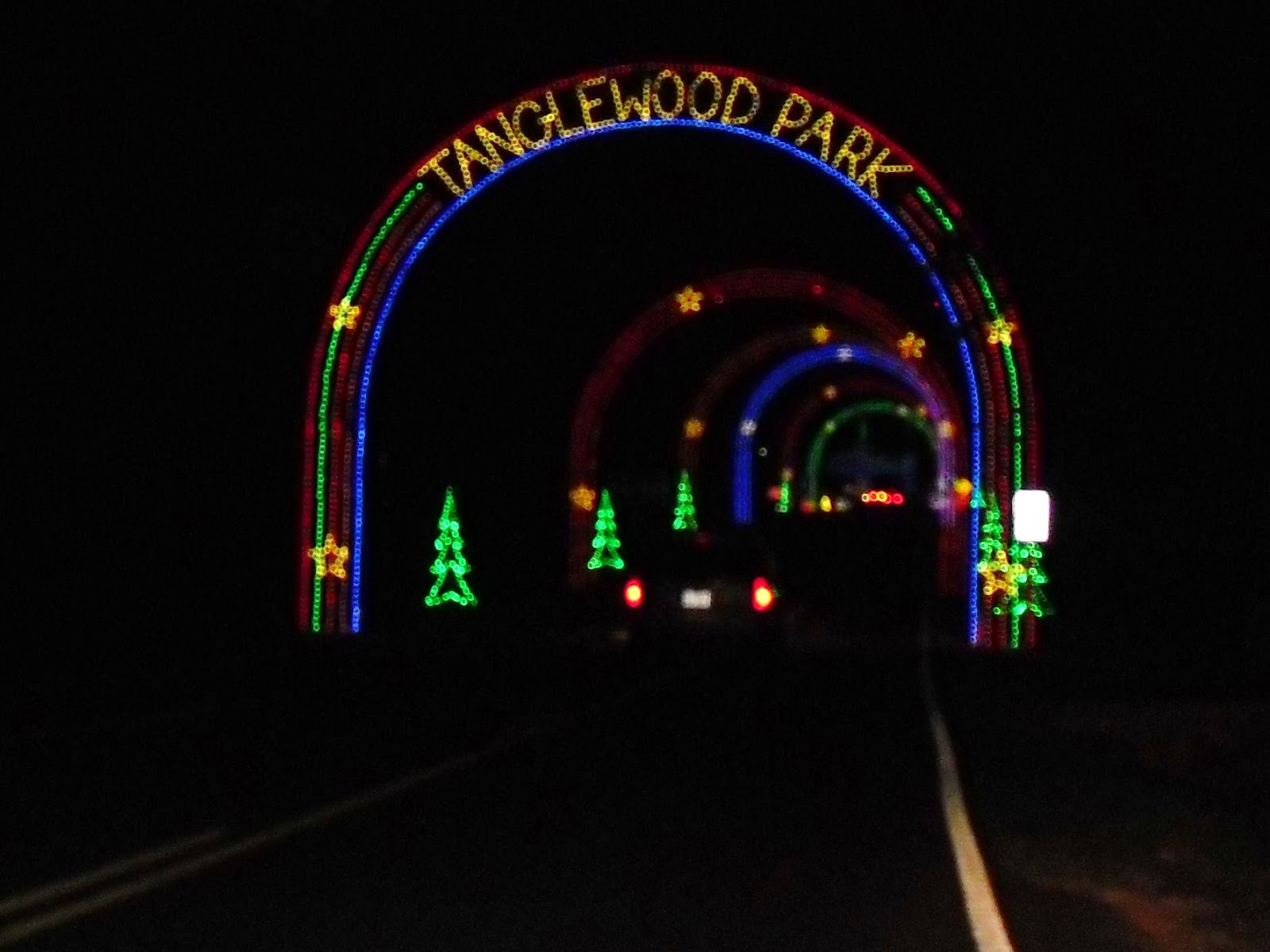 Love 2 Travel With Kids: Tanglewood Festival of Lights Christmas ...
