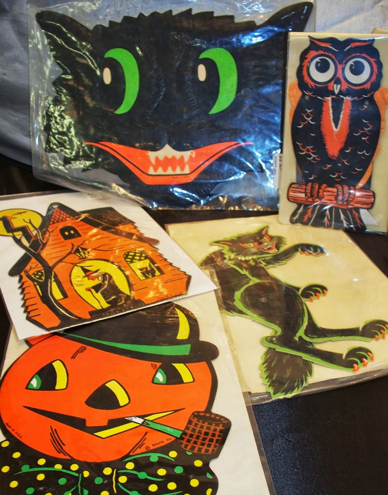 Vintage halloween paper decorations - Other Vintage Halloween Paper Items Include All Types Of Party Goods Such As Paper Plates Cups Napkins Tablecloths Nut Cups And Table Decorations