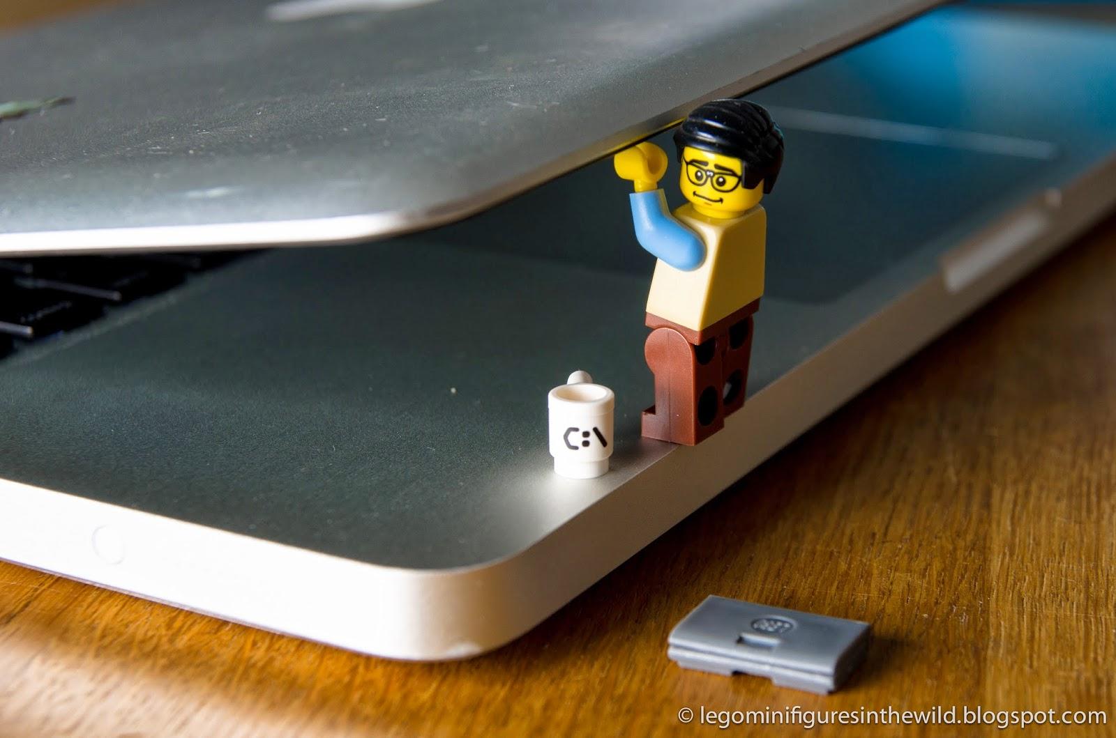 Lego Minifigure Series 7 Computer Programmer - Wallpaper