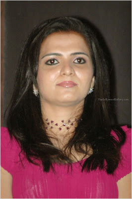 DD Vijay TV anchor Divyadarshini