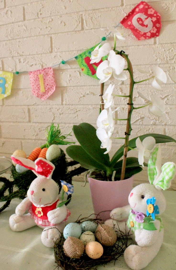 Fresh flowers and bunnies are a must for Easter entertaining made easy! #EasterEssentials #ad