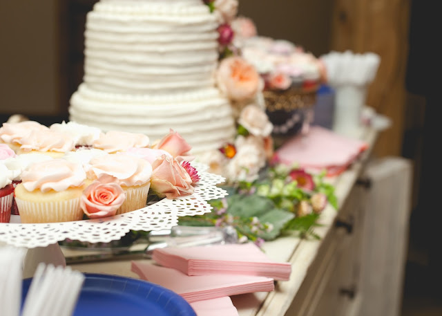 Peach and Navy Blue wedding part 2- The Cake, The Style Sisters,Madison Larsen Photography, Party Pail,  Wedding cake with fresh flowers