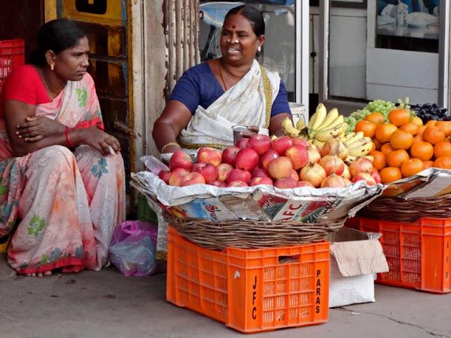 women fruit vendors in Madurai
