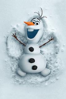 Olaf haciendo el angel en la nieve