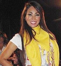 Melissa Loza sonriendo a las cámaras