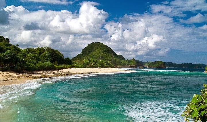 Daftar Wisata Pantai Malang - Pantai Goa Cina