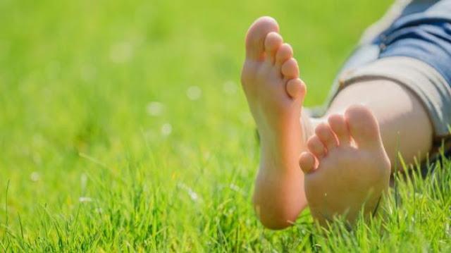 Tips Menghilangkan Bau Kaki ( Mention Temen Kamu Yang Kaus Kakinya Bau..... )