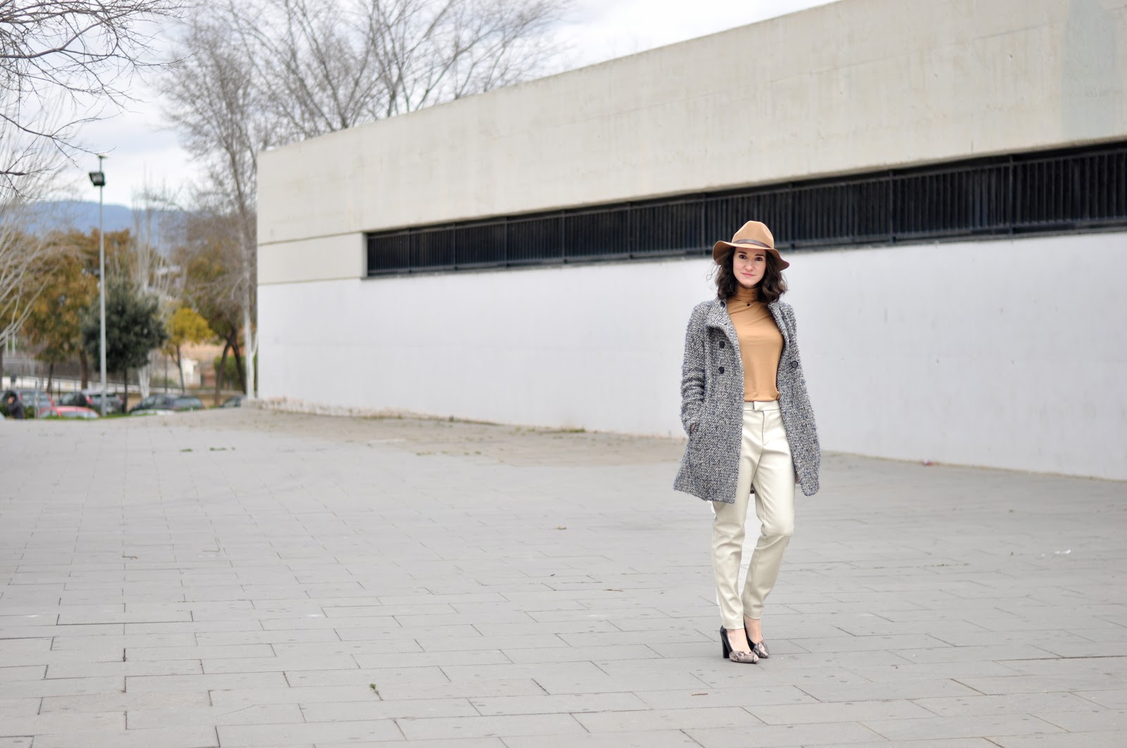 how to wear white leather pants