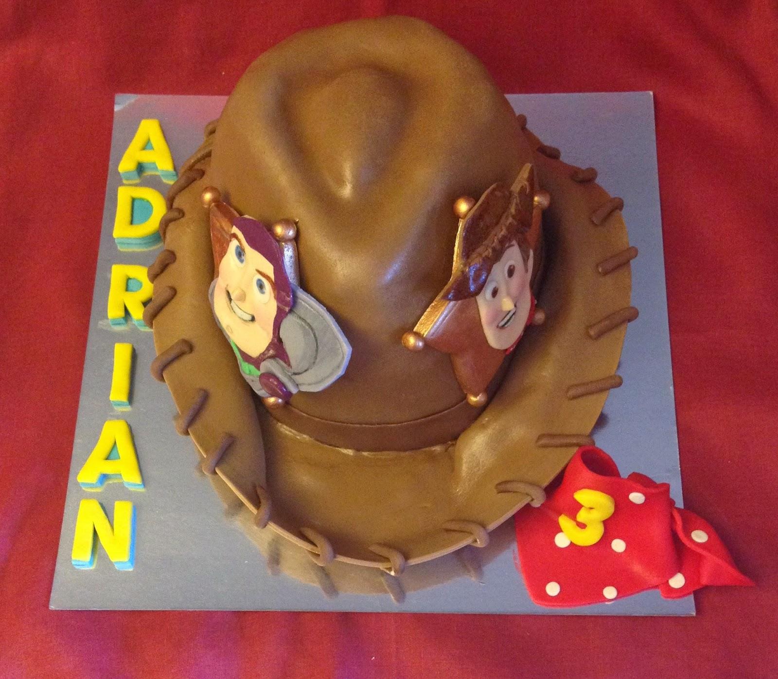 Tarta toy story; woody; buzz; tarta decorada; tarta fondant; tarta sombrero;
