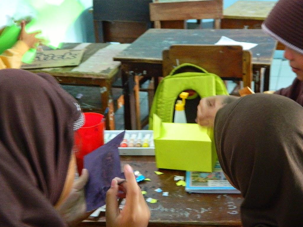 Membangun Imajinasi Anak