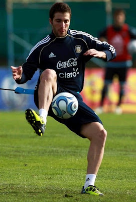 Gonzalo Higuain training with Argentina