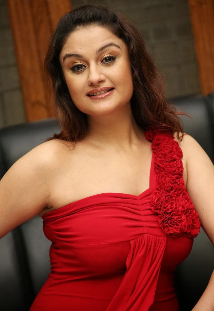 Sonia Agarwal Latest Sexy Hot Photos, Images, Gallery