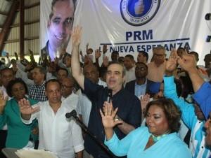 Presidente y regidora del PRD en Santo Domingo Norte renuncian y apoyan a Abinader