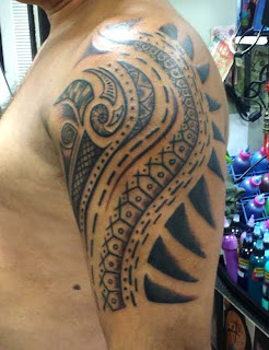 Freehand style Polynesian tattoo. Following the body lines help create