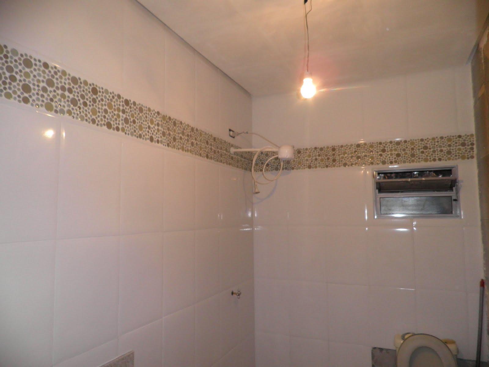 substituídos depois da pintura o chuveiro e o vaso sanitário #5F4B39 1600x1200 Banheiro Com Pastilha Atras Do Vaso Sanitario