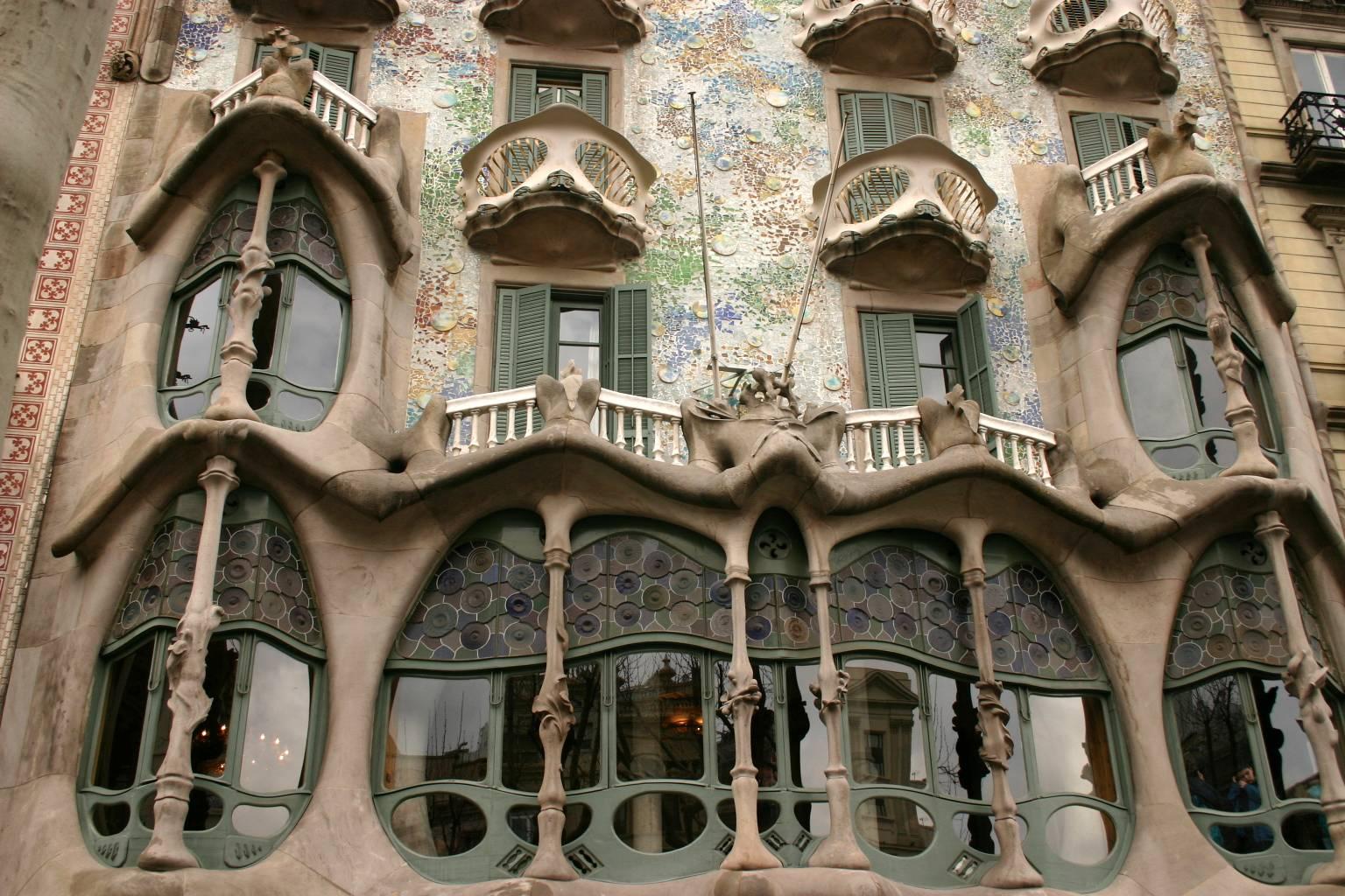 Mellem himmel og jord antonio gaudi - Natura casa barcelona ...