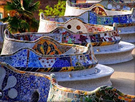 Parque Güell - Banco ondulado de trencadís | Foto: gaudidesigner.com