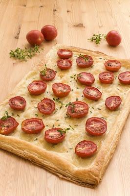 Pita s paradižnikom, mozzarello in timijanom