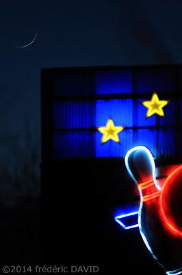 ciel Lune étoile nuit enseigne lumineuse bowling Seine-et-Marne
