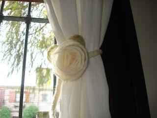 Vienen y van accesorios en fieltro y generos agarraderas - Accesorios para cortinas ...