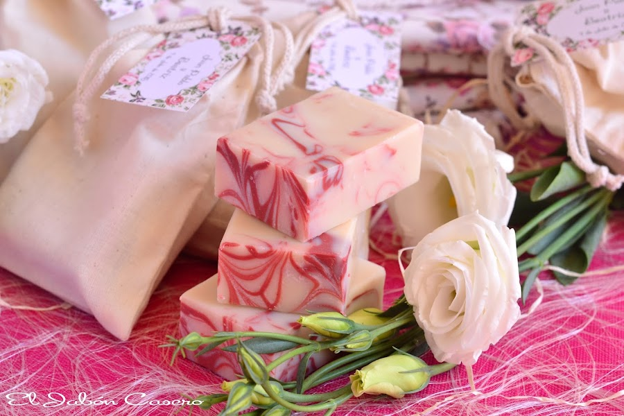 Jabones de fresa para detalles de boda