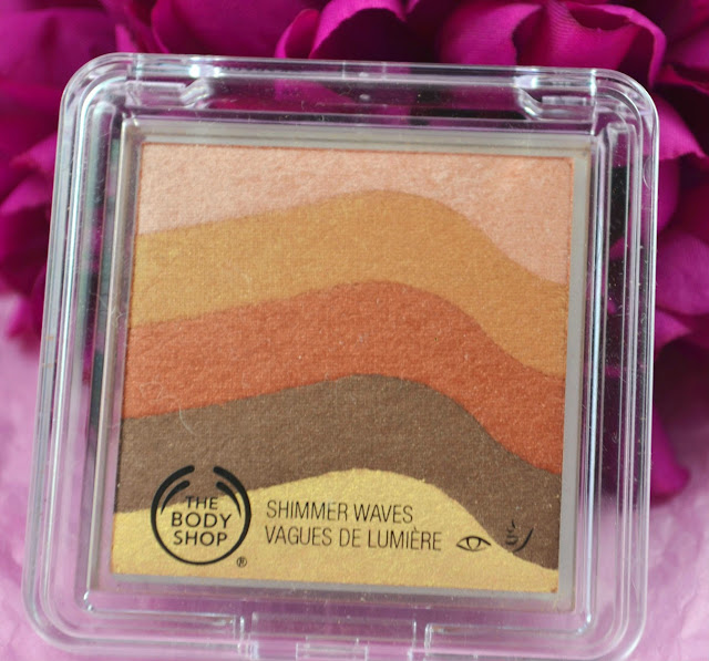 The Body Shop - Shimmer Waves - bronze - bronzer - golden shimmer - golden sheen - highlighter - make up - Review - bronzer - eyeshadow - swatches