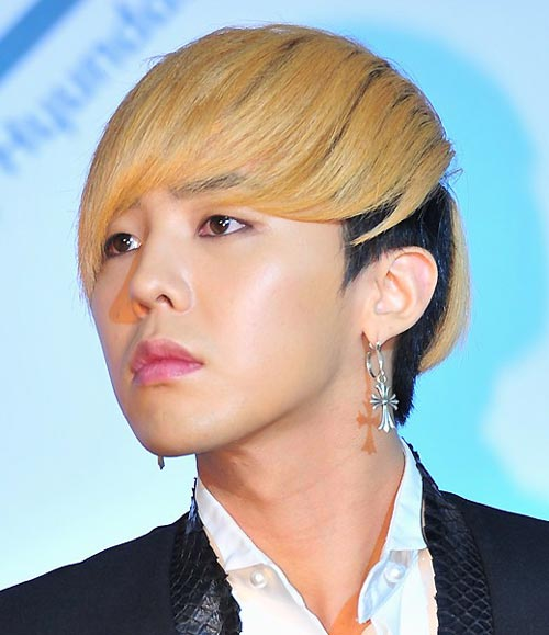 http://2.bp.blogspot.com/-i_XnkIVR22Y/VnelqghUGrI/AAAAAAAADAs/GV2pEY8Xmgk/s1600/big-bang-G-Dragon-Blonde-Black-Medium-Fringe-hairstyle.jpg