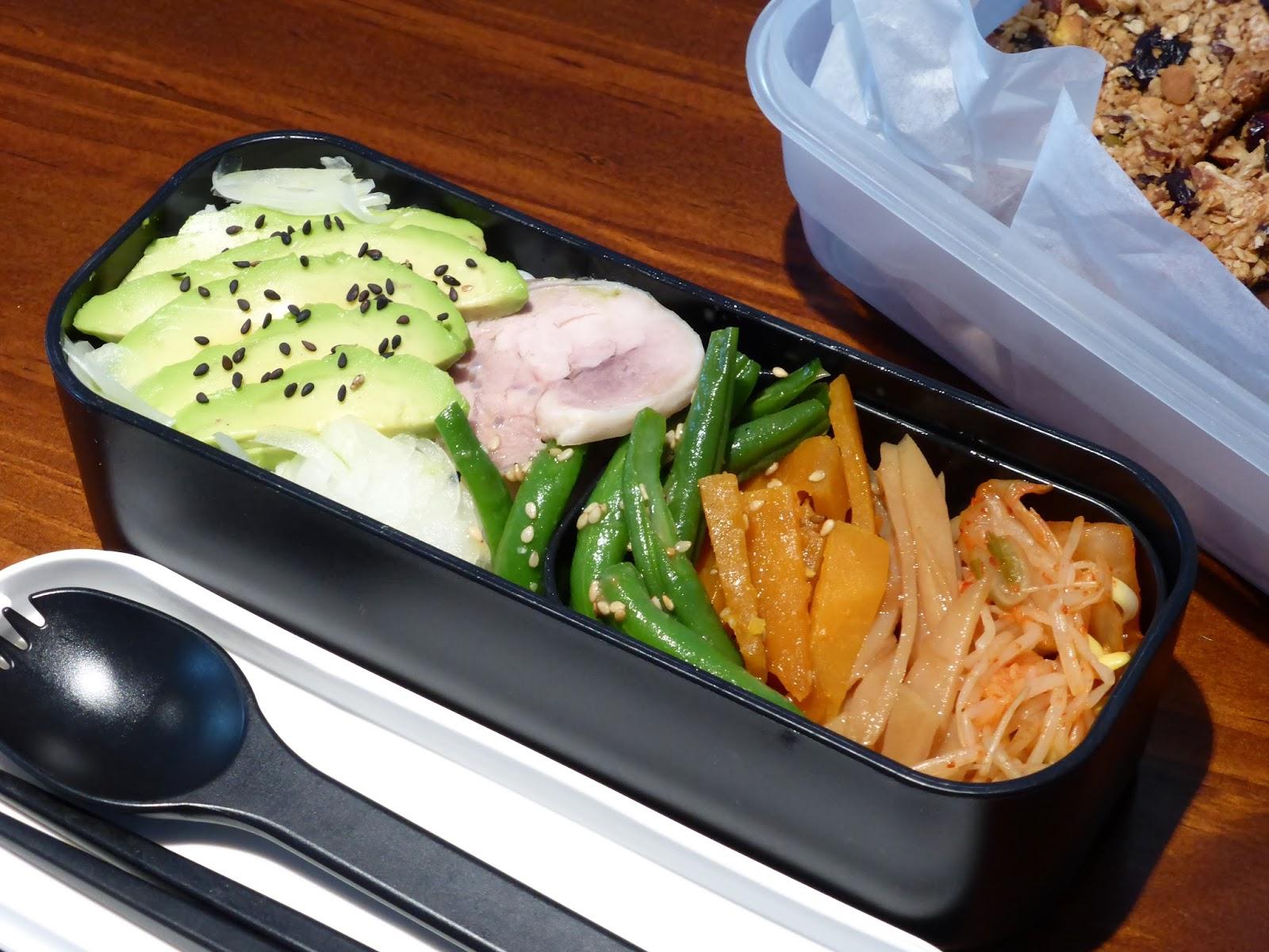 便當#2 酪梨雙層飯、味噌芝麻拌四季豆、簡單炒脆脆馬鈴薯、韓式泡菜拌黃豆芽