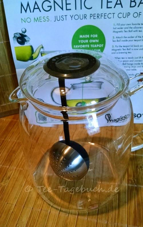 Magnetisches Tee-Ei von Magisso in der Kanne